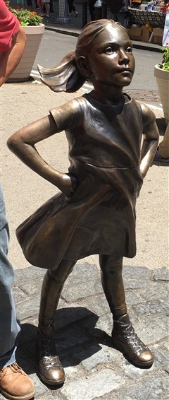 fearless girl statue on wall street